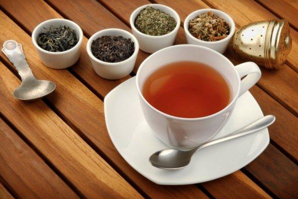 Черный чай повышает или понижает артериальное давление? Как влияет крепкий черный чай с сахаром при гипертонии?