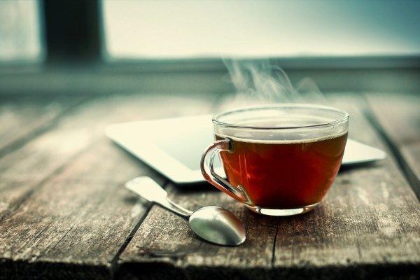 4pkav 1 - Schwarzer Tee erhöht oder senkt den Blutdruck Wie wirkt sich starker schwarzer Tee mit Zucker aus?