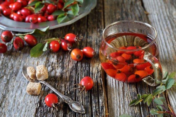 Можно ли пить шиповник при гипертонии? Как шиповник влияет на давление – повышает или понижает его?