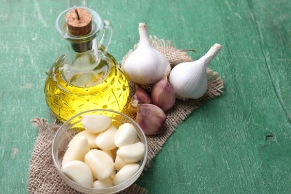 Лечение маслом и чесноком