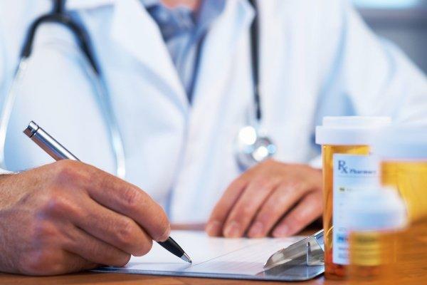 Доктор назначает препараты