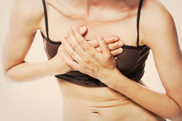 Давит в грудине посередине: причины боли, почему тяжело дышать?