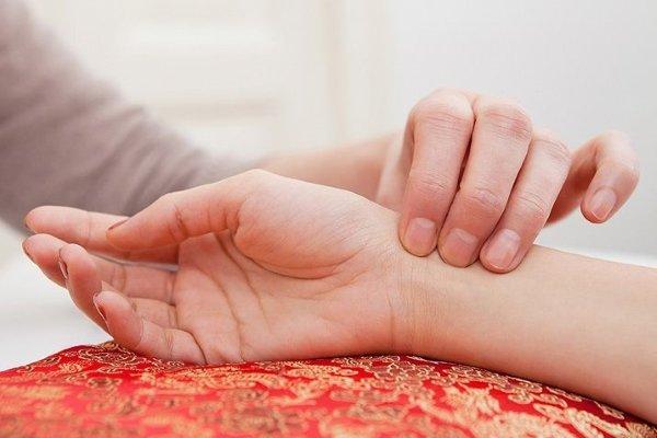 Частый пульс при нормальном давлении – причины: что делать и какими препаратами можно снизить тахикардию