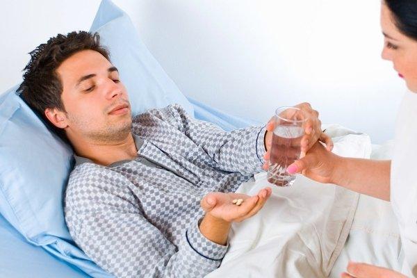 Дать таблетку больному