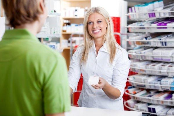Фармацевт предлагает препарат