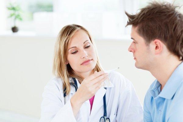 Пациент с температурой у доктора