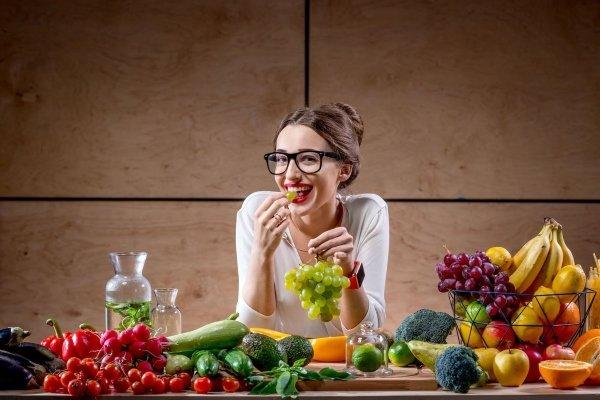 Девушка и продукты